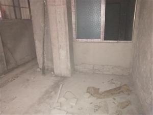 南街2室 1厅 1卫8.18万元