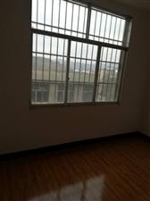 南街转盘3室 2厅 2卫30.8万元