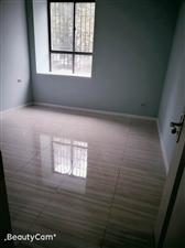 政府附近3室 2厅 2卫1500元/月