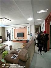 凤凰中学学区房4室 2厅 2卫53.8万元