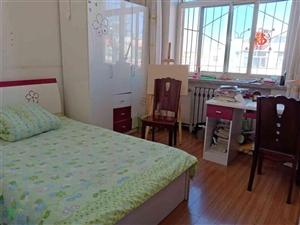 枫林园3室 2厅 1卫104平米6楼简装低价出售