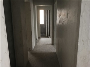 四转盘超一时代广场楼上毛坯房四室两厅二卫可以按揭4室 2厅 2卫93.8万元