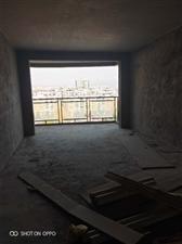 龙腾锦城129.98平米全新毛坯客厅面对广场采光好