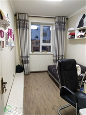 碧水绿洲4室 2厅 1卫135平米6/7楼电梯房精装