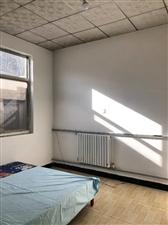 一小自建房两居室热力取暖,年租6000