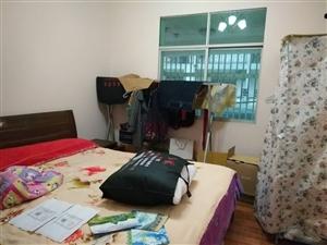 教室小区4室 2厅 2卫45万元