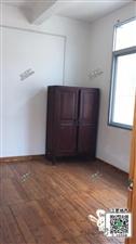 实验中学边上4室 2厅 4卫1800元/月
