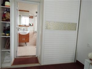 花园西路花苑楼小区4室 2厅 2卫96万元