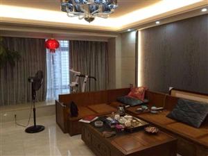 宝龙广场3室 2厅 2卫250万元