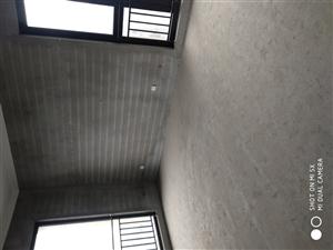 新湖香格里拉3室 2厅 2卫175万元