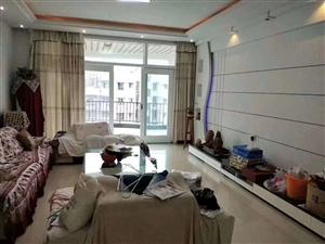 泸龙豪苑精装4室2厅2卫180平米带花园63.8万