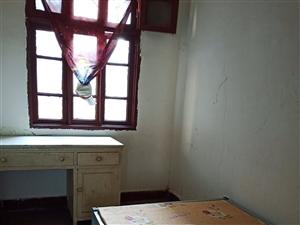 彩云路铁路医院后门2室 1厅 1卫30元/月