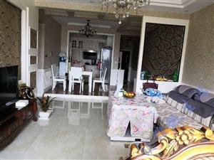 龙腾锦城129平米客厅面对广场好房