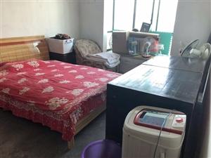 教师小区3室两厅两位。