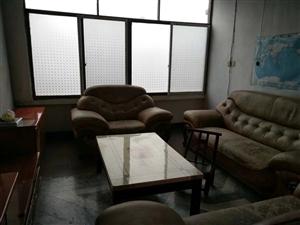 红梅巷2室 2厅 1卫15万元