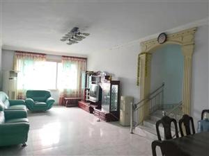 滨江公园附近居家装修3室 2厅 2卫34.8万元