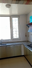 西苑华庭2居室,简单家具,年租1万