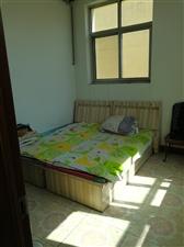东大街自建房2居室,热力取暖,年租1万