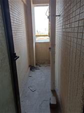 湿地公园旁清水电梯房5楼3室 2厅 2卫70.8万元