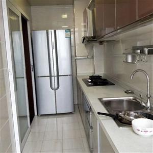 领秀边城两室电梯房带装修仅售39.8万