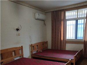 工人路3室 2厅 2卫1300元/月