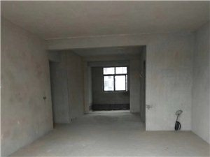 龙都苑小区,4室2厅2卫,黄金楼带杂间,92.8万