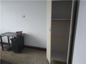 建筑公司一区3室 1厅 1卫700元/月