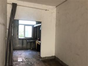惠明小区两房出租,月租金800。楼梯二楼