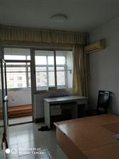 二小附近,4楼,两室两厅,空调拎包入住1200