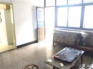 龙湖套房出售,中高楼层,111.74平方仅售65万