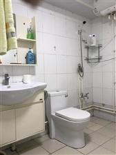 龙门山庄1楼精装3室 2厅 1卫73.8万小房