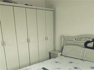一转盘3室 1厅 1卫1600元/月