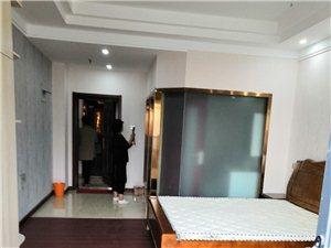 辉隆大市场单身公寓1室 1厅 1卫1200元/月