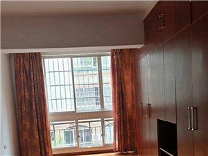 商业城步梯房3楼出租家居家电齐全三室两厅!