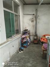 东关附近,2间平房独院,空调冰箱,土暖齐全,600