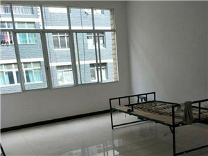 新村小区三楼3室 2厅 2卫63万元