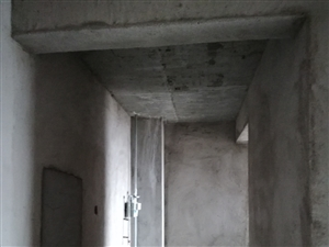 新公安局附近电梯房2室2厅1卫45万有证可按揭