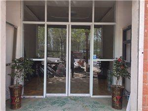 安装玻璃门、卷闸门