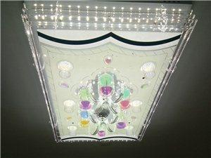 新款水晶燈、風扇燈。