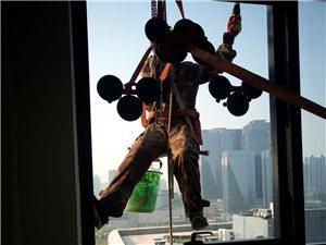 鄭州高空更換鋼化玻璃,自爆玻璃拆除