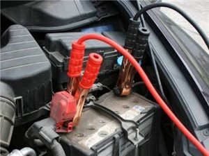安溪专业汽车电瓶搭电/开锁-24小时上门救援.
