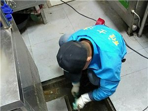 疏通上下水。马桶。水电改造改装。房屋门窗维修。