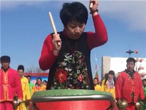 辽宁民俗协会刘主席表演击鼓技能