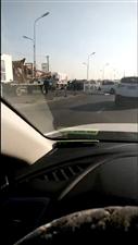 水师公路大车撞车了,大家注意避让啊