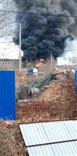 滨州东外环物流公司油罐车着火,现场浓烟滚滚!