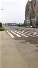 这么宽的路一个红绿灯没有