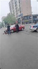 行政路西头俩车撞了