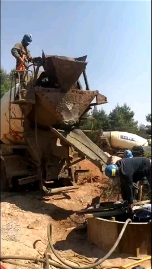 输电线路工程基础浇筑作业