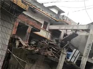 今天发生的事情,位于水东金琳酒家门口一懂房子,这是一家低保户贫困户的家,被政治办拆除了场景惨不忍睹呼