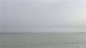 今天早上大雾,港珠澳大桥一下就淹没了